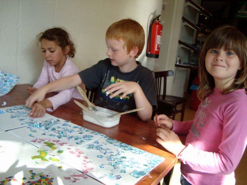 kinderen_mozaieken_met_p@k__pl@k_op_de_sluis_in_lelystad